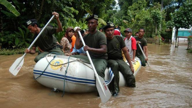 Evakuasi korrban banjir