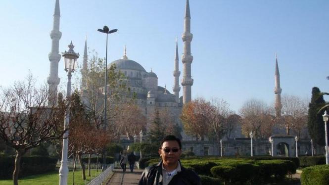 Di Depan Blue Mosque Istanbul Turki
