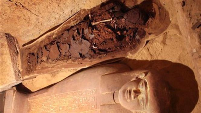Sebuah mumi dari kuburan di Mesir  yang diduga telah berumur 2.600 tahun
