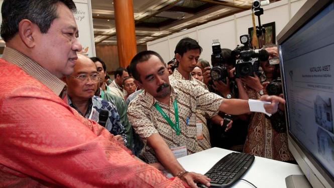Presiden Yudhoyono dan Ketua BRR Kuntoro Mangkusubroto
