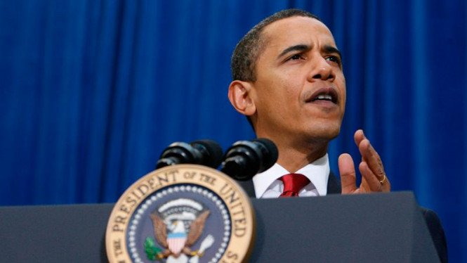 Barack Obama usai menandatangani UU Pemulihan dan Investasi