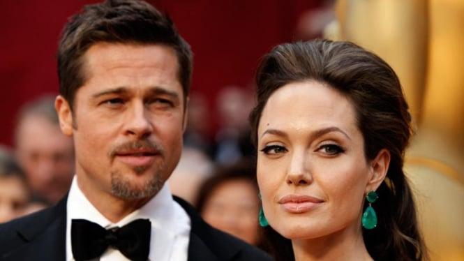 Brad Pitt dan Angelina Jolie di malam penobatan Piala Oscar