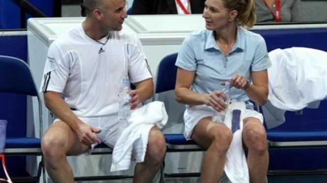Andre Agassi (kiri) dan Steffi Graf