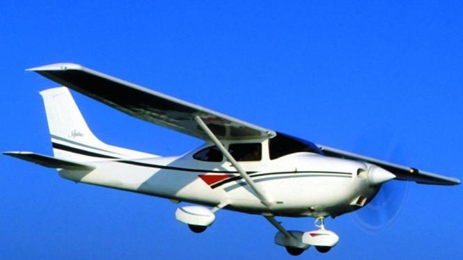 Pesawat Cessna 182