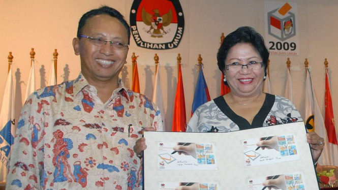Dirut PT Pos Indonesia I Ketut Mardjana & Dirjen Postel, Inggrid R Panjaitan