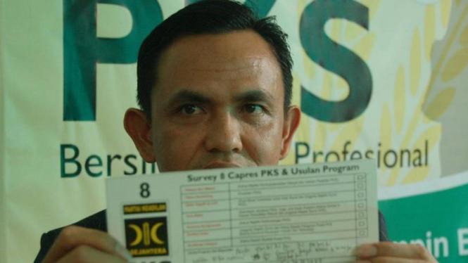 Kader PKS melihatkan angket survei calon presiden pilihan