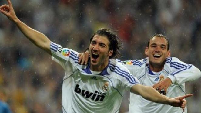 Gonzalo Higuain (kiri) & Wesley Snijder