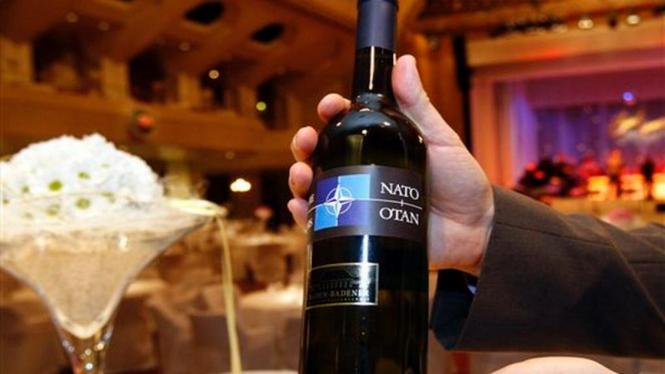Botol arak anggur (wine) merk khusus NATO