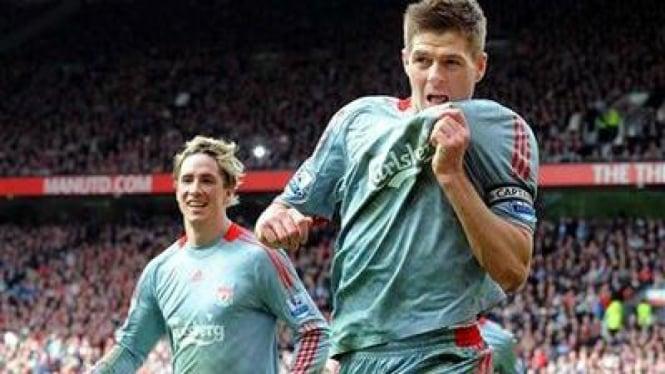 Steven Gerrard (kanan) dan Fernando Torres