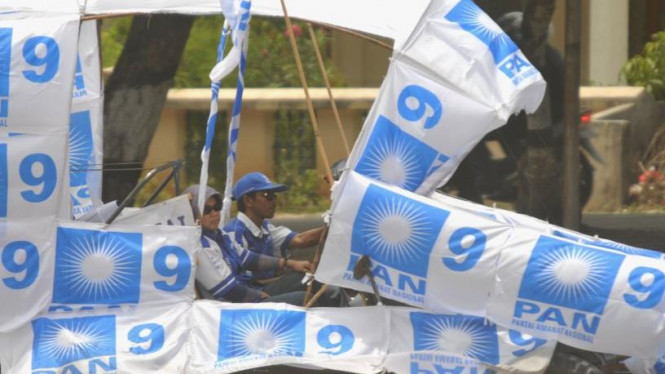 Simpatisan Partai PAN berkonvoi di Palu