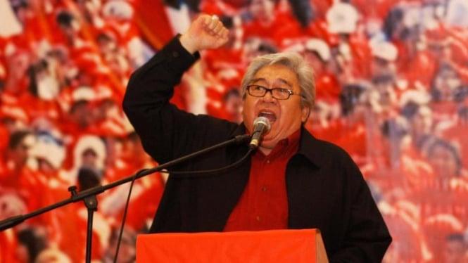 Ketua Dewan Pertimbangan Pusat PDIP Taufiq Kiemas berpidato