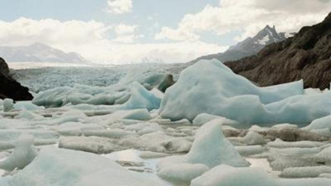 Gunung es di Antartika mencair
