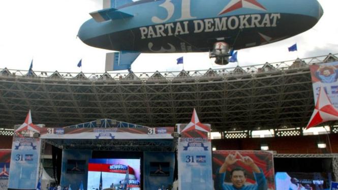 Balon udara kampanyekan Partai Demokrat.