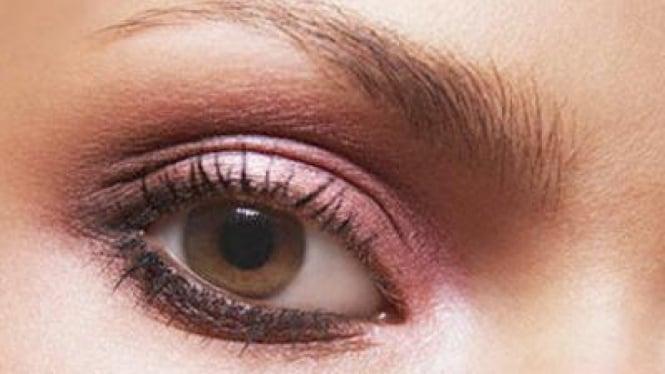 Riasan mata ungu
