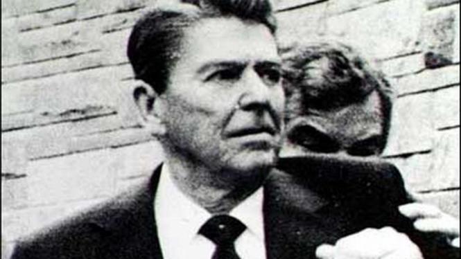 Presiden AS Ronald Reagan, dianggap sebagai orang yang paling bertanggung jawab atas tewasnya ratusan marinir AS di Beirut.