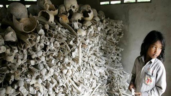 Tulang belulang para korban kekejaman Khmer Merah di Kamboja