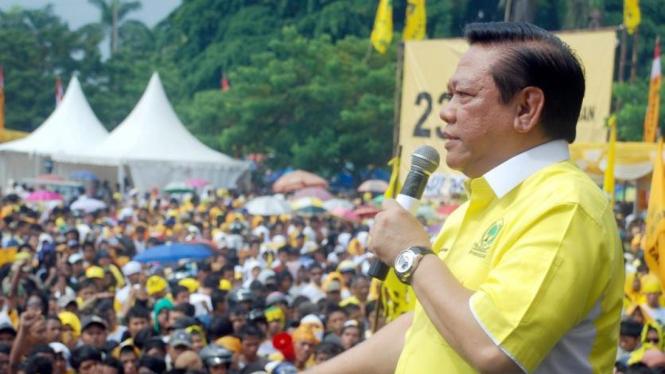 Wakil Ketua Umum Golkar Agung Laksono berkampanye