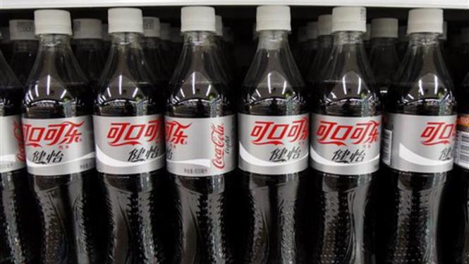 Minuman soda Coca-Cola yang dijual khusus di China