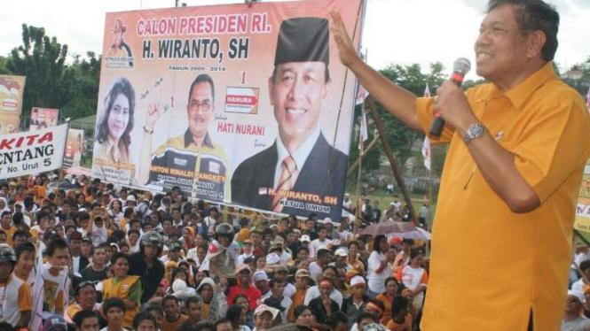 Ketua Dewan Penasihat Hanura Bambang Suharto saat berkampanye