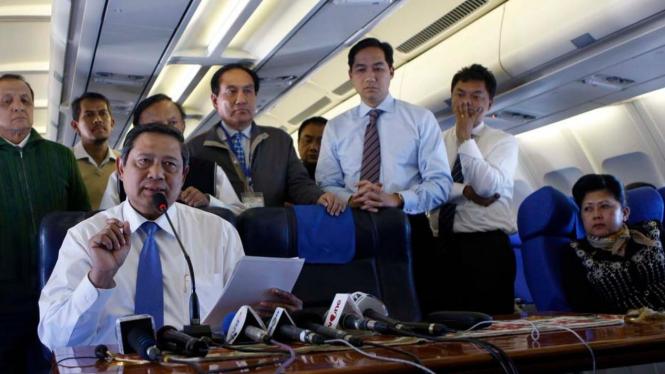 Presiden Yudhoyono jumpa pers di pesawat