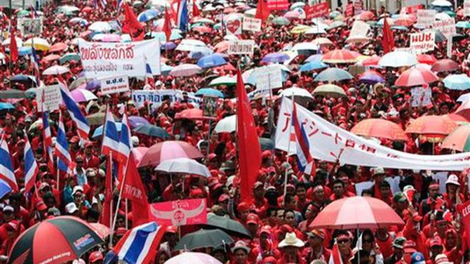 Puluhan ribu demonstran pendukung Thaksin Shinawatra di Bangkok, Thailand