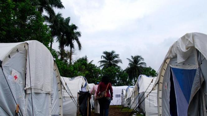 Tenda pengungsi bencana Situ Gintung