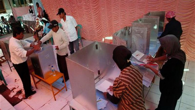 Suasana pemungutan suara di suatu TPS di Jakarta