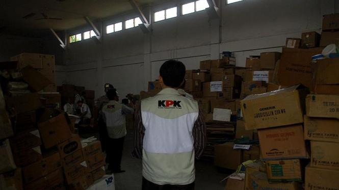 KPK Geledah Gudang Kimia Farma