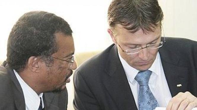 Thierry  Regenass (kanan)