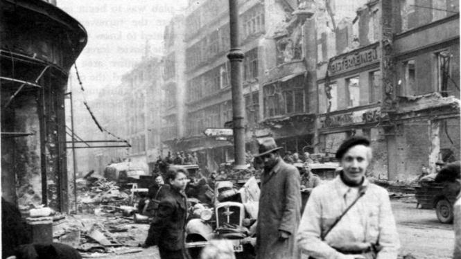 Suasana Kota Berlin, Jerman, porak-poranda diserang Pasukan Sekutu