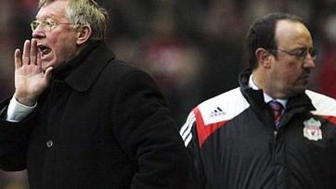 Sir Alex (kiri) dan Rafael Benitez