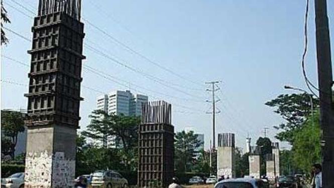 Tiang beton monorel yang mangkrak