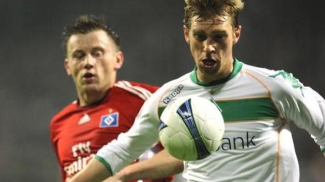 Pemain Werder Bremen, Per Mertesacker (kanan)