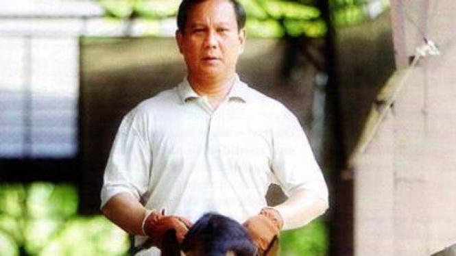 Prabowo Subianto menunggang kuda