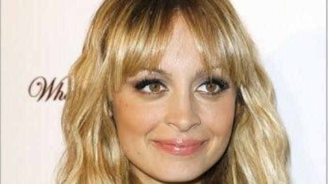 Rambut berponi Nicole Richie