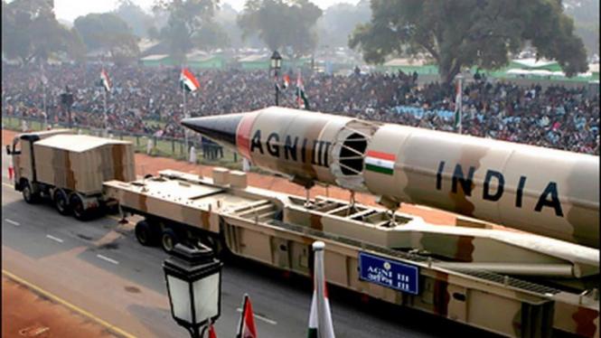 Rudal berhulu ledak nuklir jarak jauh Agni III milik India
