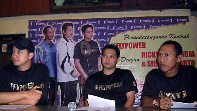 Ricky Subagdja (kiri), Hariyanto Arbi & Sigit Budiarto