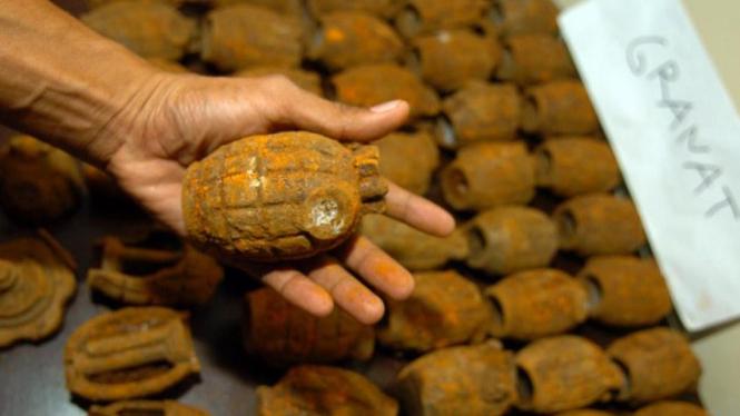 Polisi temukan puluhan granat di Makassar
