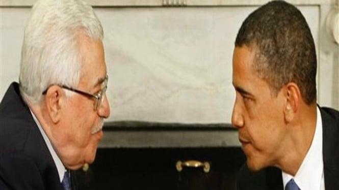 Presiden Barack Obama berbincang dengan Presiden Palestina, Mahmoud Abbas