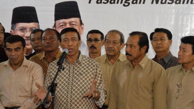 Wiranto didampingi puluhan jenderal purnawirawan pendukungnya