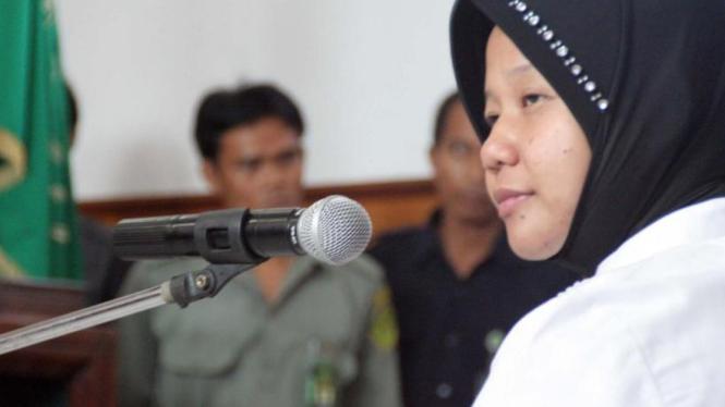Prita Mulyasari dalam sidang perdana kasus pidananya