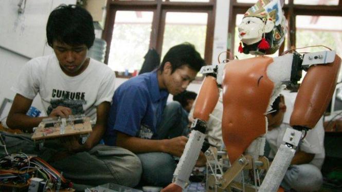 Tim robot Universitas Muhamadiyah Solo membuat robot jaipong