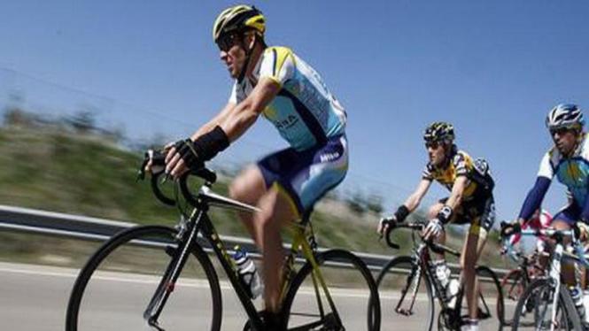 Peserta turnamen balap sepeda Tour de France
