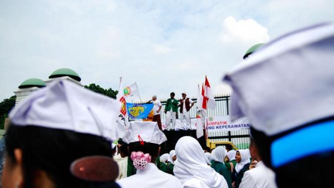 Perawat Demo DPR