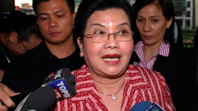 Menkes Siti Fadila Supari Rapat dengan KPK