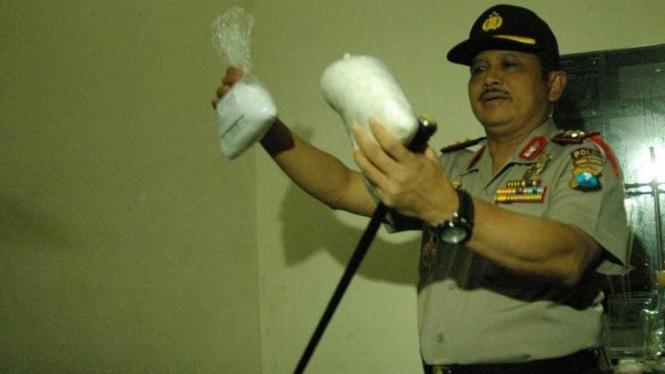 Irjen Pol Anton Bahrul Alam tunjukan barang bukti