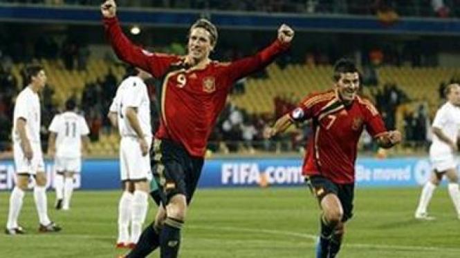 Fernando Torres (kiri) dan David Villa
