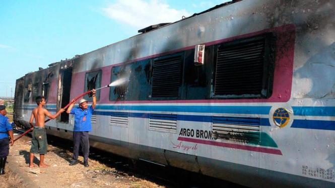 Kereta Argo Bromo Terbakar di Cikampek