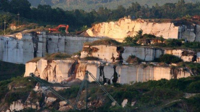Pertambangan marmer di Campurdarat, Tulungagung, Jawa Timur