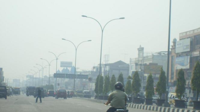 Kabut asap selimuti kota Pekanbaru, Riau